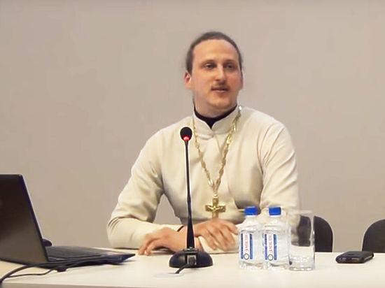 Пьесу священника о любви двух мужчин поставили в Красноярске