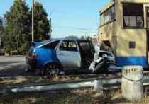 В Тамбове водитель ВАЗа протаранил припаркованный автобус: есть жертвы